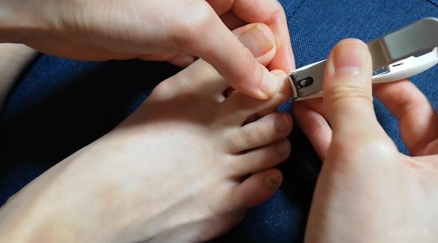 普通の女の子の足の爪切り-スマホ自撮り◎るな